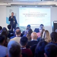 Dr. Kai Klimek von VOCO eröffnete die Auftaktveranstaltung von SlowDentistry in London (Foto: VOCO)